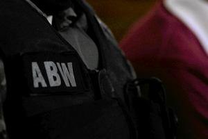 98 mln zł strat. ABW zatrzymała mężczyzn podejrzanych o udział w zorganizowanej grupie przestępczej