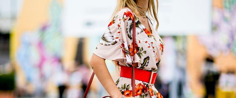 Ostatnie dni letniej wyprzedaży w Reserved - co warto kupić nawet 70% taniej? Sukienka w kwiaty zachwyca!