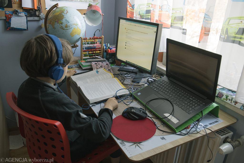 Coraz więcej szkół pracuje w trybie zdalnym (zdjęcie ilustracyjne)