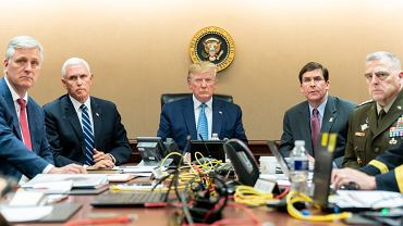 Donald Trump ogląda obławę na lidera ISIS