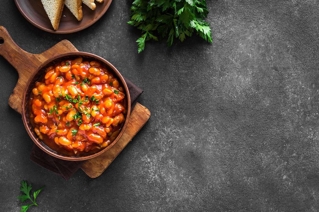 Fasola w sosie pomidorowym z suszonymi pomidorami