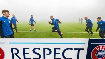 Trening piłkarzy Lecha Poznań przed meczem z Fiorentiną w Poznaniu przebiegał w ogromnej mgle