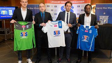 Przedłużenie umowy Lecha Poznań ze sponsorem strategicznym, firmą STS. Od lewej: Jasmin Burić, Karol Klimczak, Mateusz Juroszek i Kebba Ceesay