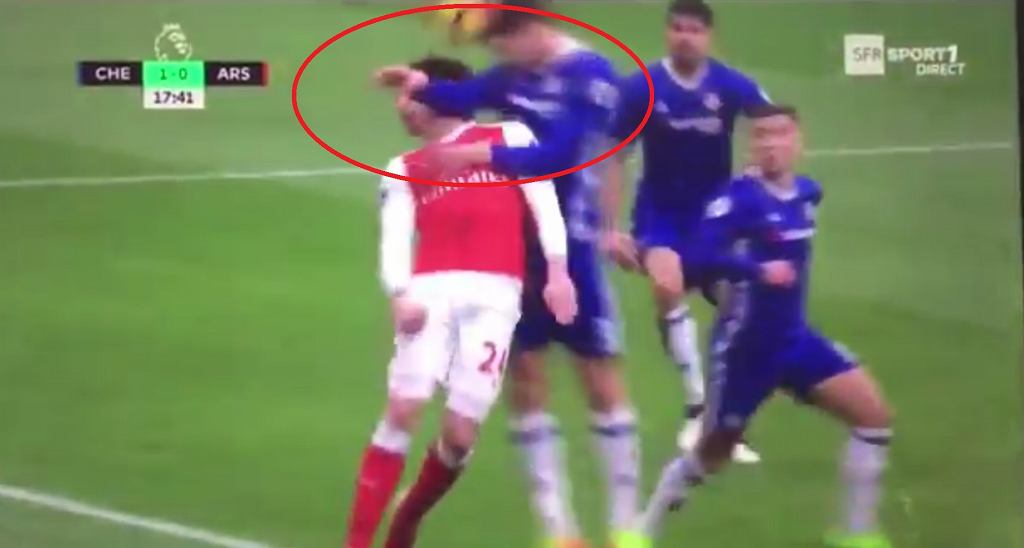 Brutalny faul Marcosa Alonso