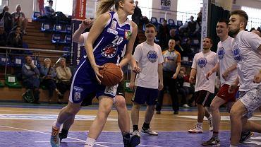 Wyjątkowy mecz koszykówki z udziałem zawodniczek KSSSE AZS PWSZ Gorzów na pożegnanie sezonu 2013/14