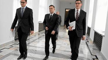 Byli posłowie Prawa i Sprawiedliwości: Mariusz A. Kamiński, Adam Hofman i Adam Rogacki
