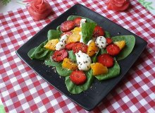 Szpinakowa sałatka z owocami - ugotuj