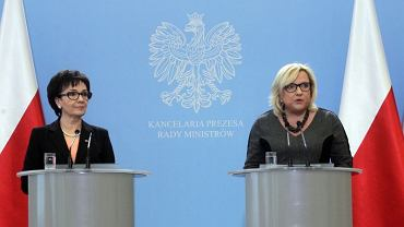 Elżbieta Witek i Beata Kempa wygłaszają oświadczenie ws. publikacji orzeczenia TK