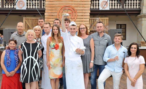 MasterChef, Sezon 4, Odcinek 14 n/z:  Damian Kordas i uczestnicy 4 sezonu  fot.: KAMIL KRZACZYNSKI / NEWSPIX.PL / TVN