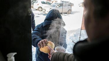 Rock'N'Roll Food Truck z Sosnowca wspiera ciepłym posiłkiem potrzebujących