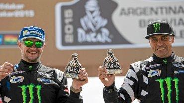 Nieco mniejsze trofea za trzecie miejsce otrzymali Hołowczyc i pilot Xavier Panseri.