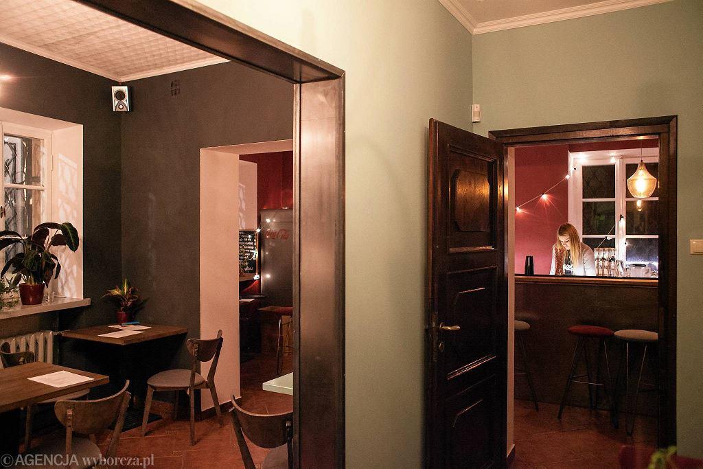 / Warszawa , ul. Szeroki Dunaj 13 . Restauracja ' Hidden Bar and Bistro ' .  Fot. Dawid Żuchowicz
