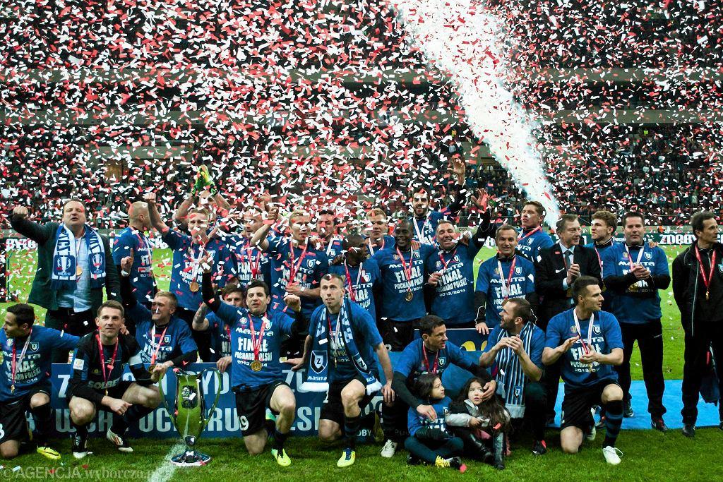 2 maja 2014. Piłkarze Zawiszy świętują zdobycie Pucharu Polski - największy sukces w dziejach klubu. Po kilku tygodniach wygrywają także Superpuchar.