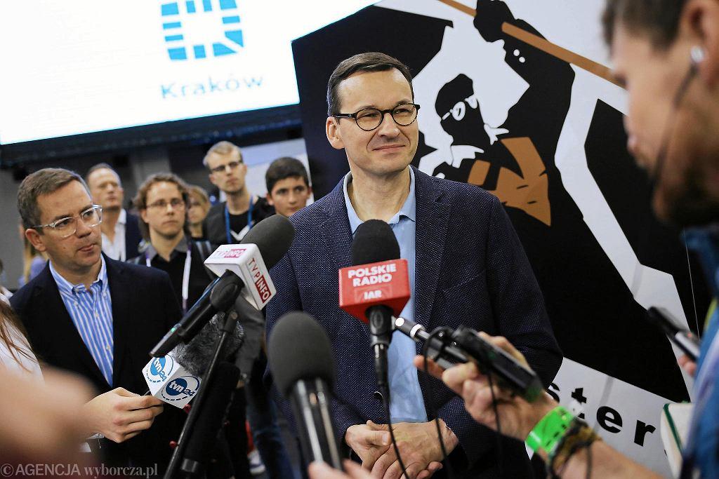 Wicepremier Mateusz Morawiecki odwiedził hackathon 'Hack Yeah' w Tauron Arenie Kraków.