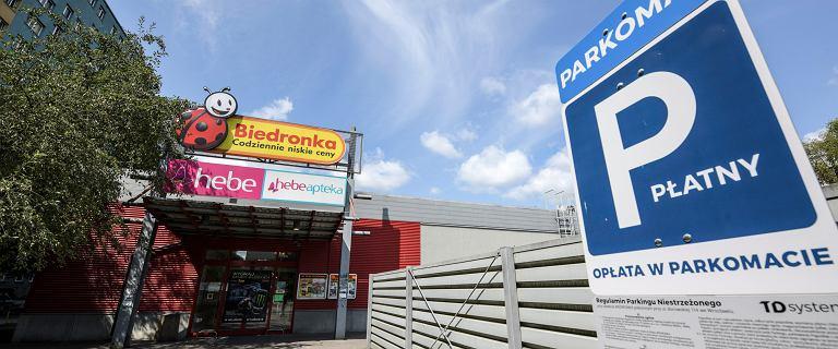 UOKiK bierze pod lupę parkingi przy sklepach sieci Biedronka i Aldi