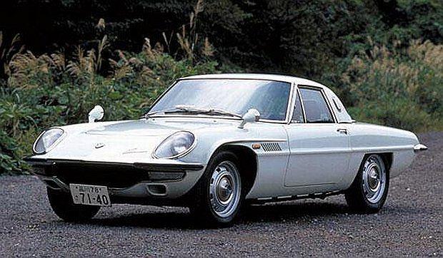 Protoplasta model Cosmo był pierwszym autem produkowanym seryjnie z silnikiem Wankla
