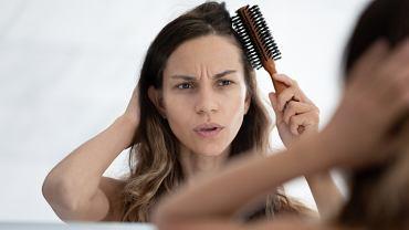 Ból włosów lub cebulek włosów ma określenie medyczne - trichodynia