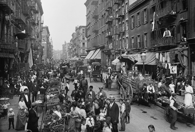 Mulberry Street w Nowym Jorku, ok. 1900 r. (fot. Shutterstock)