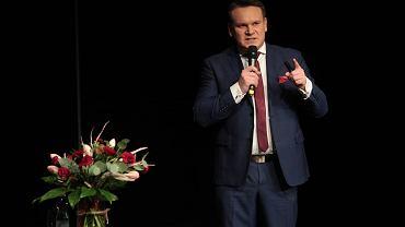 Dominik Tarczyński jest na liście prelegentów razem z kontrowersyjnym blogerem