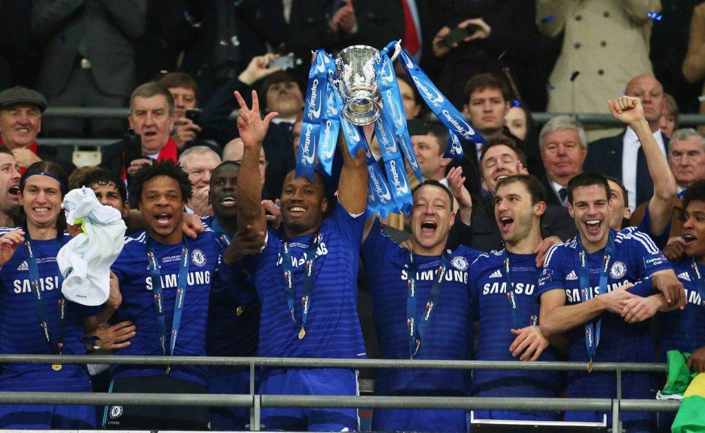 Piłkarze Chelsea z pucharem