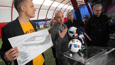 Od lewej : Arkadiusz Marchewka, Bartosz Ława , Jan Posłuszny i Paweł Bartnik podczas konferencji prasowej dotyczącej koncepcji nowego stadionu