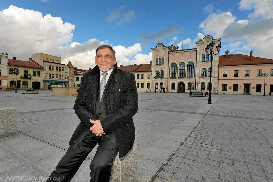Antoni Szlagor, burmistrz Żywca, na odnowionym rynku