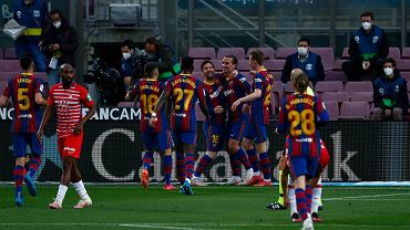 Piłkarze Barcelony po golu Leo Messiego na 1:0 z Granadą