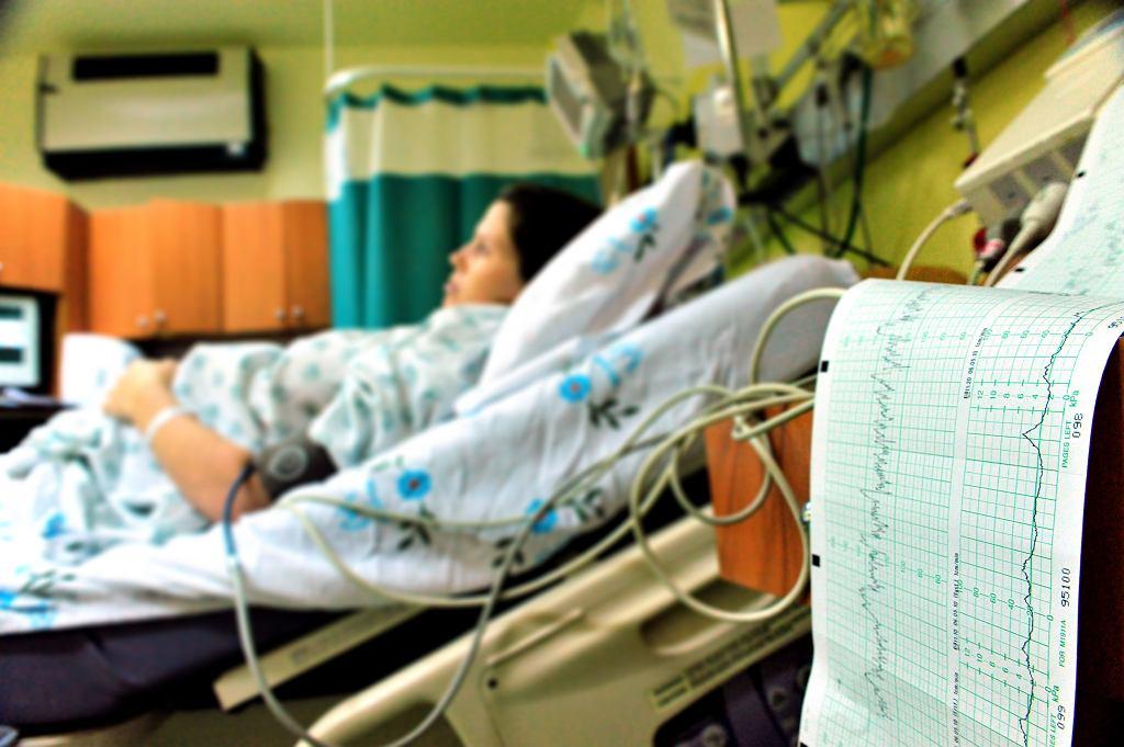 W wyszkowskiej prywatnej klinice po cesarskim cięciu zaszyto jej w brzuchu półmetrową chustę. Mogła umrzeć