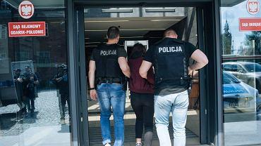 Gimnazjalistki brutalnie pobiły koleżankę pod szkołą w Gdańsku.