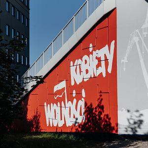 28.06.2019 Gdańsk, PKM Strzyża. Na filarach przystanku PKM Strzyża powstaje mural 'Kobiety Wolności', który tworzą kobiety