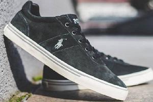 Czarne sneakersy męskie marek premium - praktyczne i wygodne modele na co dzień