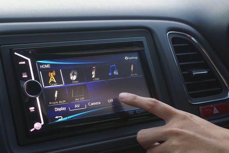 Stacje multimedialne do samochodów