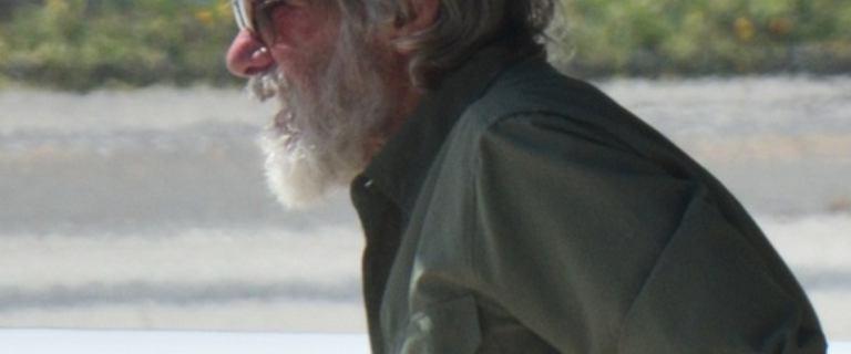 Harrison Ford przyłapany na lotnisku. Długa broda i zapuszczone włosy mocno go zmieniły