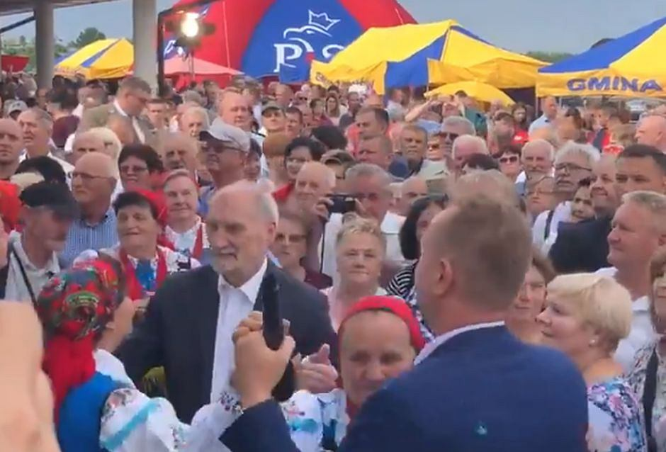 Antoni Macierewicz na pikniku w Żarnowie