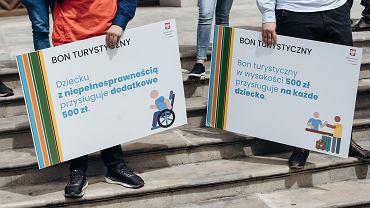 Wicepremier Jadwiga Emilewicz wsparła kampanię Andrzeja Dudy, w Gdańsku reklamowała bon turystyczny