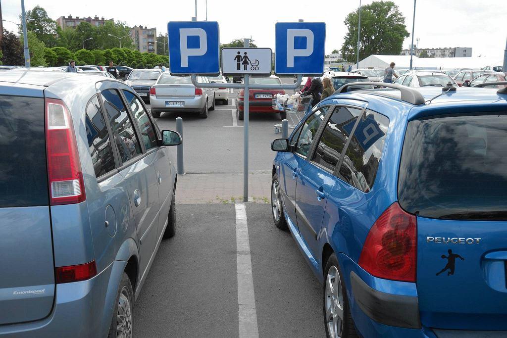 Parking supermarketu Kaufland