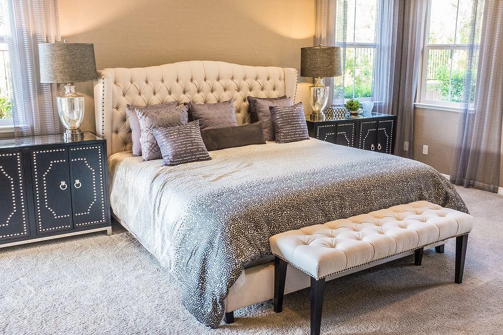 Piękne i eleganckie łóżko tapicerowane