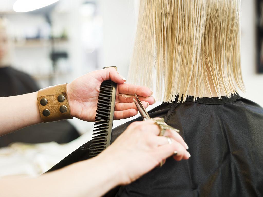 Modne krótkie fryzury po 50-tce. Cięcia dla dojrzałych kobiet, które odejmą lat (zdjęcie ilustracyjne)