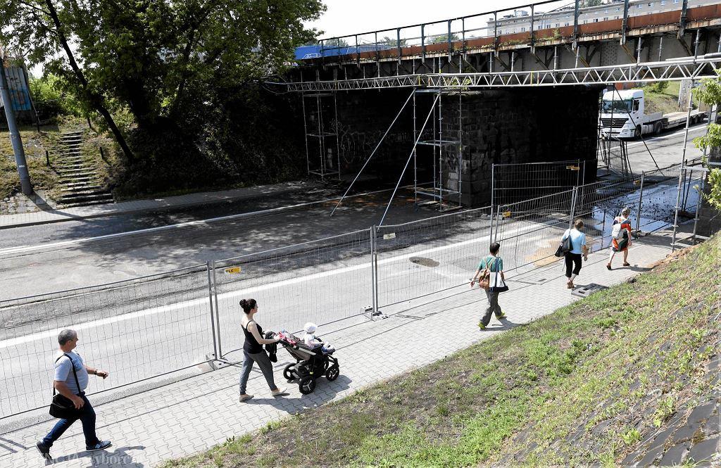 Przygotowania do remontu wiaduktu kolejowego na ul. Obozowej
