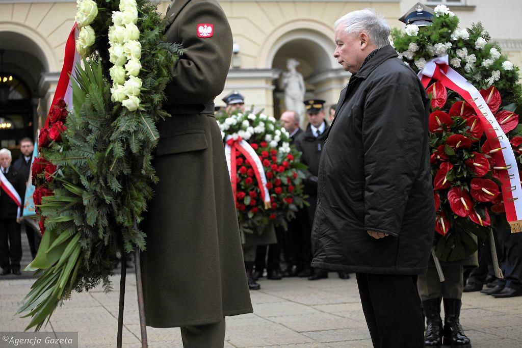 Jarosław Kaczyński podczas obchodów 14. rocznicy zaprzysiężenia Lecha Kaczyńskiego na prezydenta Warszawy