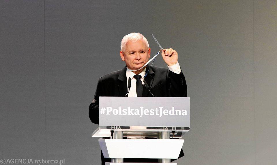 Zdjęcie numer 1 w galerii - Jarosław Kaczyński zapowiada zniesienie tzw. podatku Tuska. Kto na tym skorzysta, a kto straci? [ANALIZA]