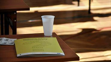 Uczniowie III LO w Bydgoszczy przed egzaminem maturalnym z matematyki