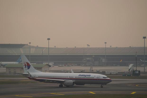 Malezja. Zasnute dymem z pożarów lotnisko w Kuala Lumpur.