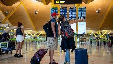 Loty do Polski. Pasażerowie od teraz powinni wypełnić elektroniczną kartę lokalizacji podróżnego