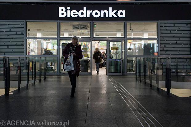 81c125495f8712 Zakaz handlu w niedziele, ale Biedronka otworzy sklepy na dworcach. I  wydłuża godziny otwarcia