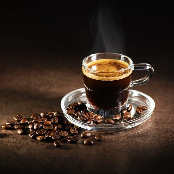 W kawiarni mamy możliwość wyboru wielu rodzajów kaw - od pobudzającego espresso po delikatne cappuccino czy fantazyjne kawy smakowe. W zaciszu domowym również nie musimy się ograniczać