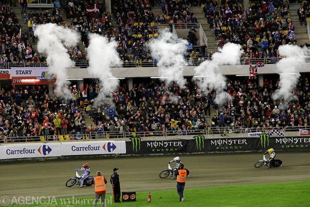 Zdjęcie numer 0 w galerii - Żużlowe Grand Prix w Toruniu. Zmarzlik mistrzem świata. Zobacz galerię zdjęć z toru i trybun