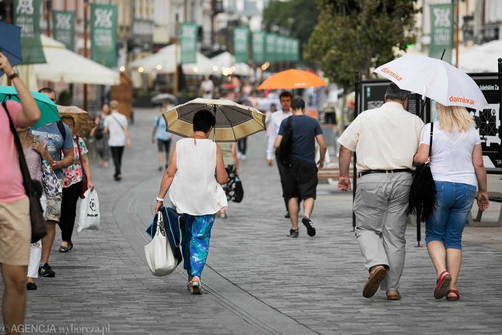GUS: Pandemia spowodowała spadek przeciętnej długości życia Polaków