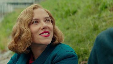 Scarlett Johansson w filmie 'Jojo Rabbit'. Ma też nominację za 'Historię małżeńską'