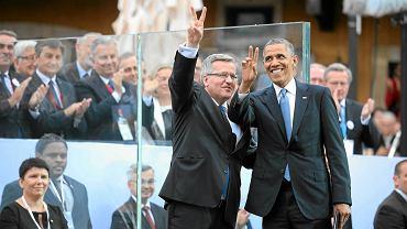 Prezydenci: RP - Bronisław Komorowski - i USA - Barack Obama - podczas obchodów Święta Wolności.  Plac Zamkowy w Warszawie, 4 czerwca 2014 r. Barack Obama kilka razy okazywał zaufanie do Komorowskiego